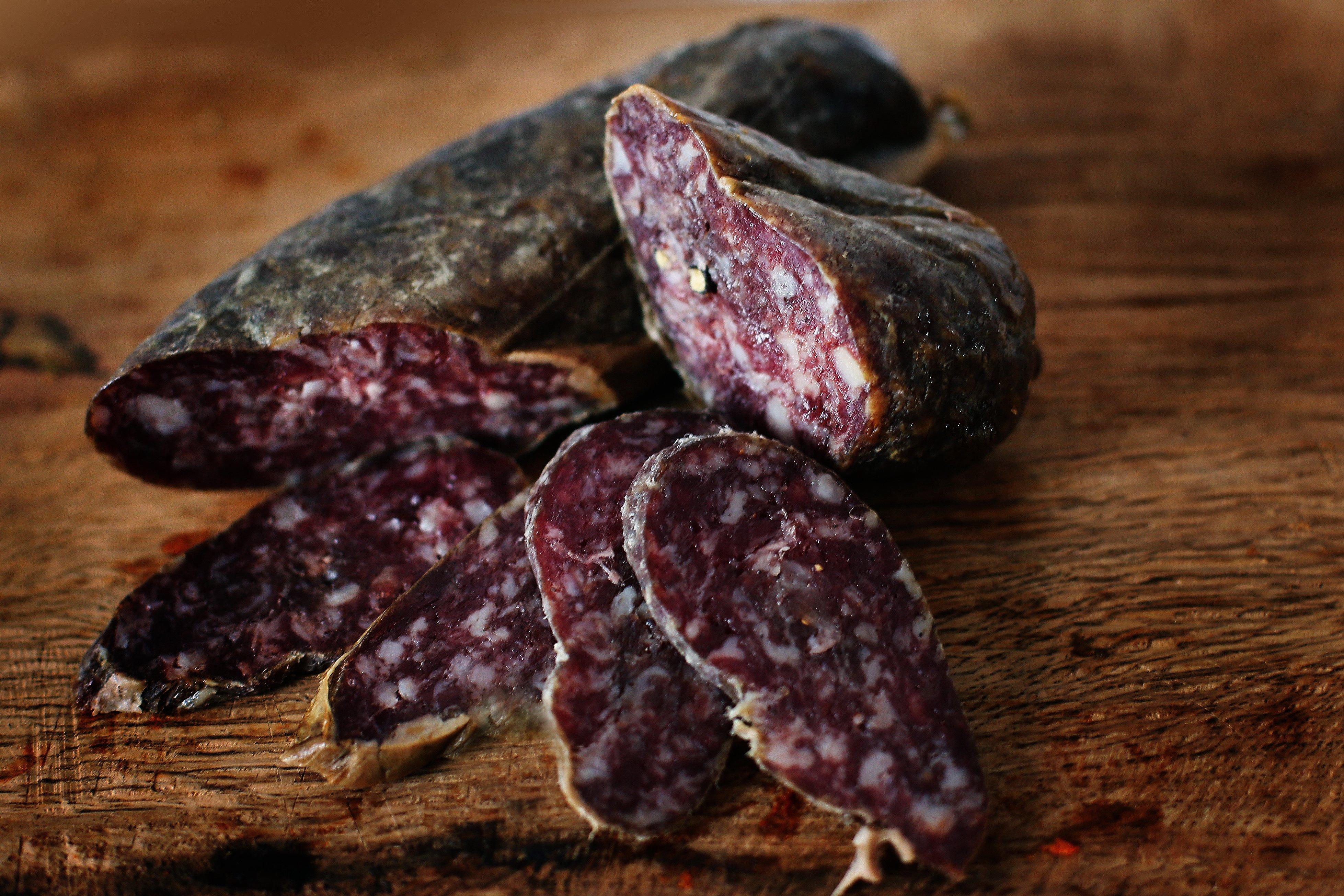 Salchichón-ecológico-100%-ibérico-de bellota-ECOIBÉRICOS-de-jabugo-cortado
