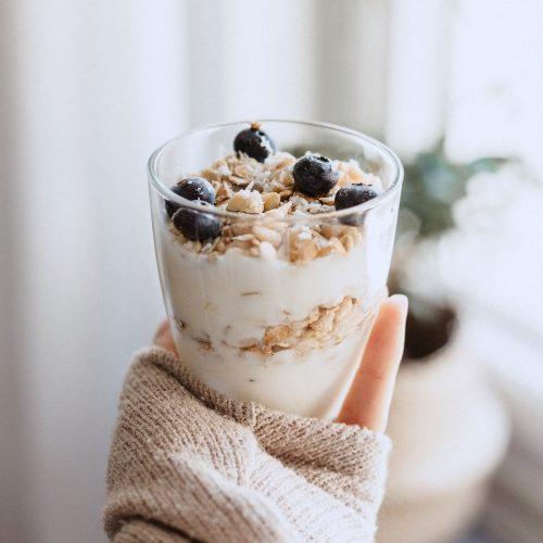 yogur bio con muesly y frutos del bosque